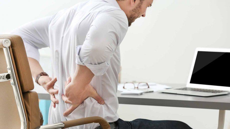 Esercizi per migliorare la postura in ufficio